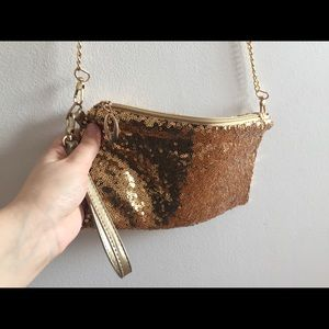 Handbags - 3/25$     Gold sequins purse